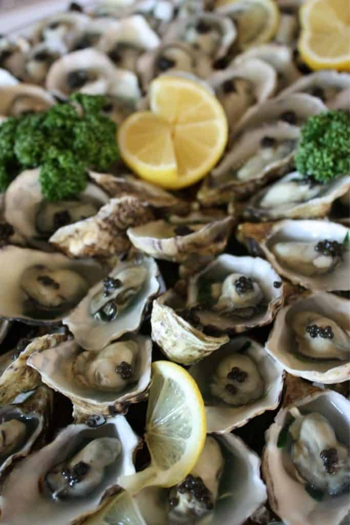 Food to try in Paris - Huîtres. Oysters